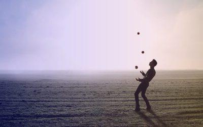 Jouer à la balle en groupe pour s'initier à l'agile