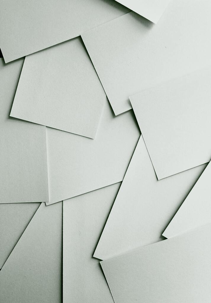 préparation atelier : pile de papiers
